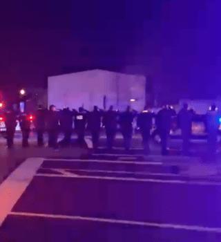 Muere oficial tras invasión a Capitolio y D.C. se inunda de patrullas en homenaje