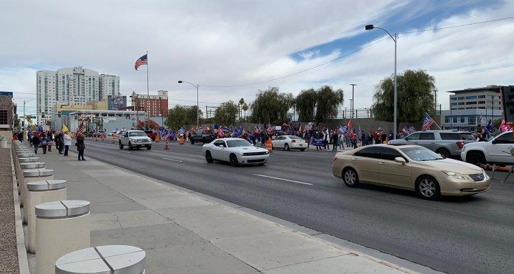 Protesta pacífica por parte de simpatizantes de Donald Trump se lleva a cabo en Carson City