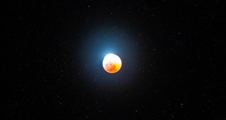 Eclipses, lunas y lluvias de meteoritos que surcarán el cielo este 2021