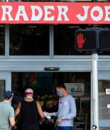 Aldi, Trader Joe's y otros pagarán a empleados que se vacunen contra la COVID-19