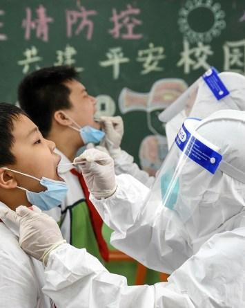 Así es como China está luchando contra el resurgimiento de la COVID-19