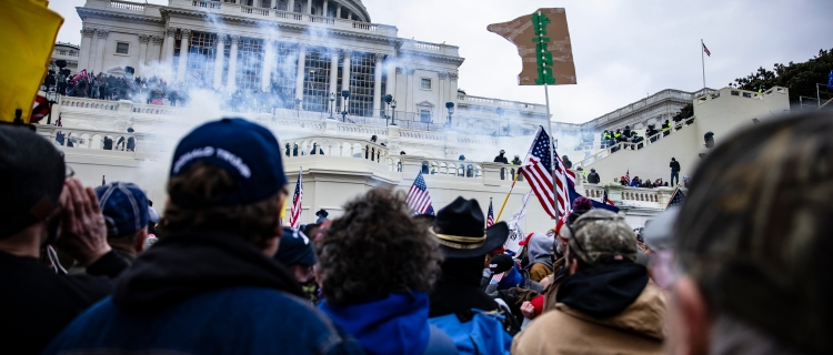 Hermano de exasesor de seguridad nacional de Trump estuvo en vandalismo del Capitolio