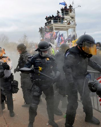 Dentro de personas que invadieron el Capitolio habían Policías y exmilitares