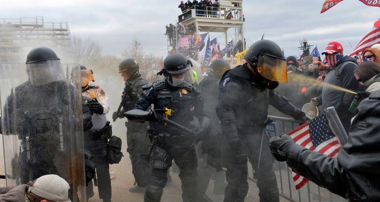 Extremistas intensifican llamados a la violencia antes de inauguración