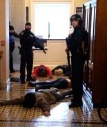 Oficial de policía se suicida tras responder al ataque en el Capitolio