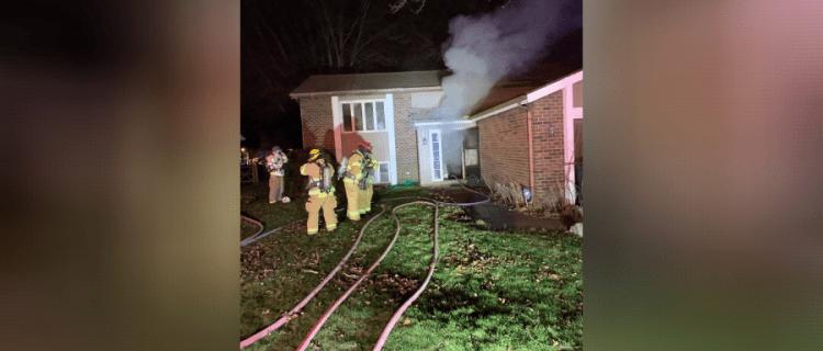 Rescatan a dos niños de incendio en una casa de Ohio