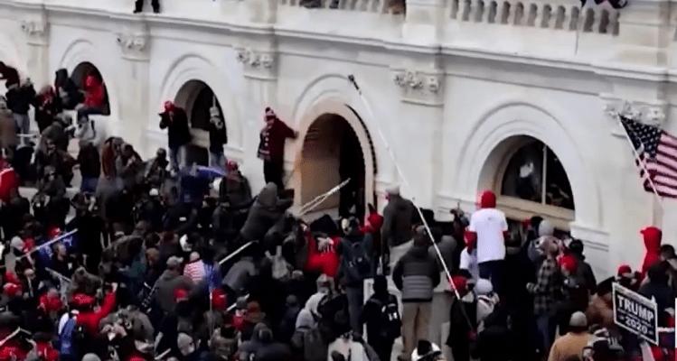 Refuerzan seguridad en capitolios estatales ante amenazas de grupos extremistas