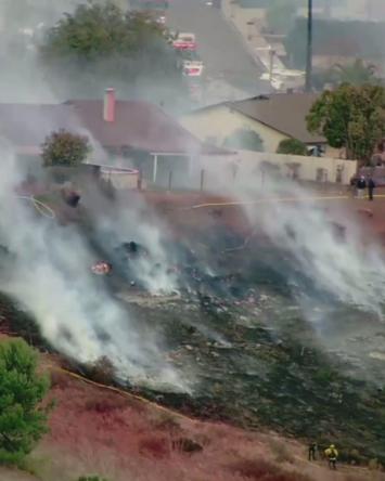 VIDEO: Incendio forestal amenaza hogares en Rancho San Diego