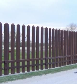 Familia busca frenar muro fronterizo construido cerca de su propiedad