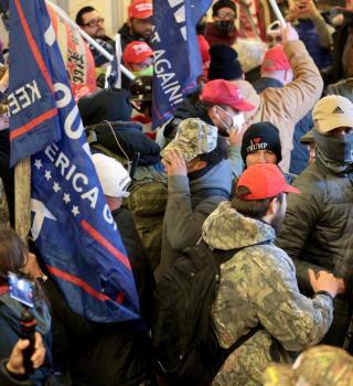 Cierran edificio del Capitolio en Texas tras protestas en Washington