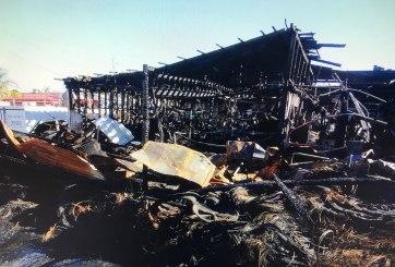 Sospechoso incendio destruye 4 negocios y provoca evacuaciones en Vista