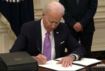 Biden firma órdenes ejecutivas para el manejo de la pandemia