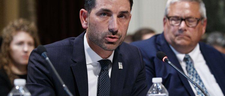 Renuncia Chad Wolf, secretario interino de Seguridad Nacional