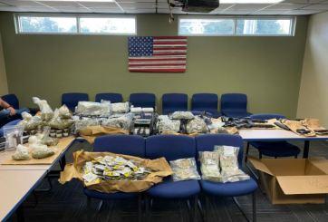 Incautan 50 libras de marihuana, armas y dinero en efectivo en un ático de Orlando