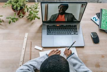 Ausencia en clases virtuales preocupa a las autoridades escolares