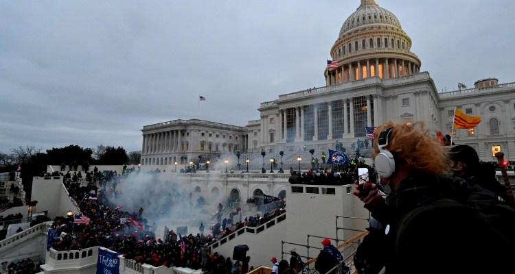 Ataque al Capitolio financiado con «dinero oscuro» de grupos pro-Trump