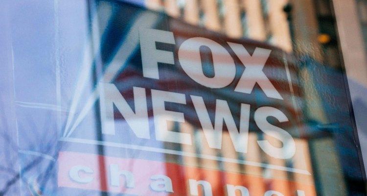 Demandan a Fox News por $2.7 mil millones por mentir sobre elecciones