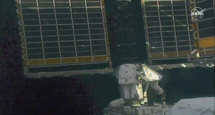 La NASA trasmite en vivo caminata de astronautas