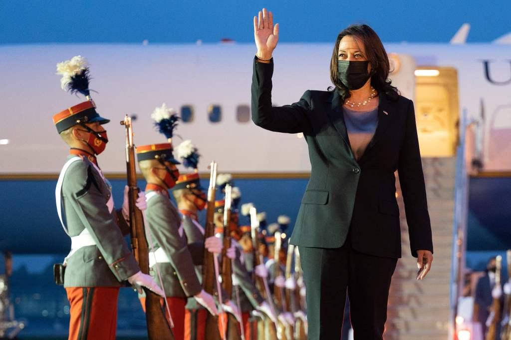 Kamala Harris al llegar a Guatemala el 6 de junio de 2021