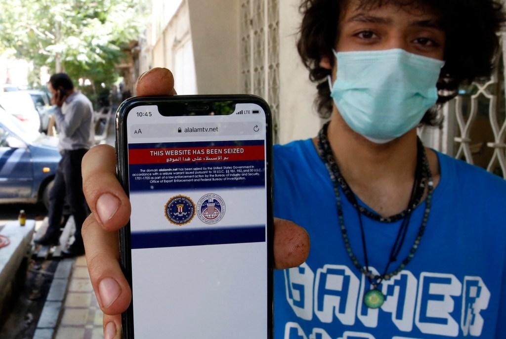 Joven iraní muestra evidencia de bloque a web iraní