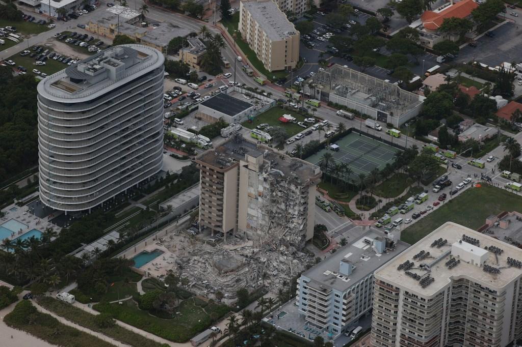 Foto aérea del edificio que colapsó en Miami