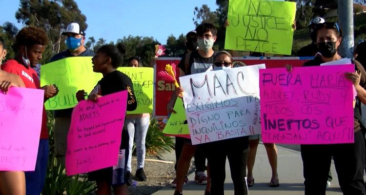 """Inquilinos exigen """"trato digno"""" en complejo de departamentos en Carlsbad"""