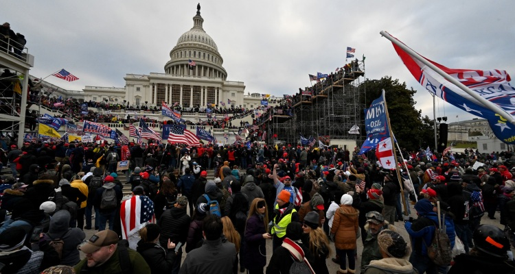 Pareja de Virginia se declara culpable del ataque al Capitolio