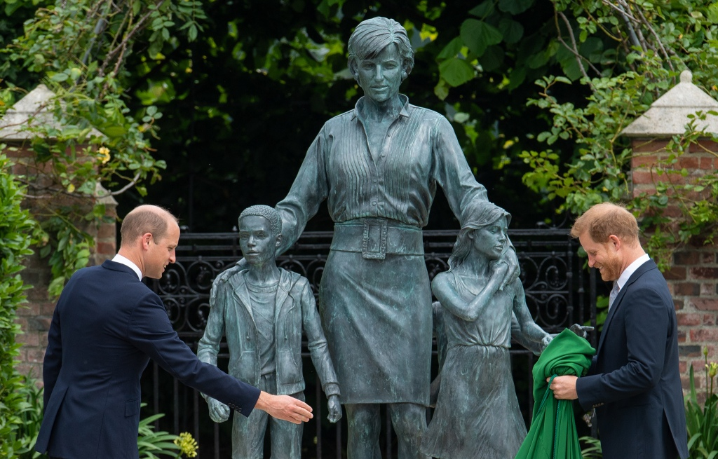 Estatua de la princesa Diana en el Kensington Palace