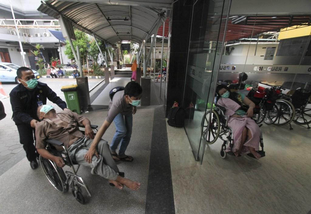 Sala de emergencia en hospital de Jakarta, Indonesia